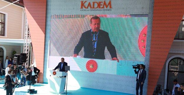 """Erdoğan'ın hedefinde yine kadınlar: """"Anneliği reddeden kadın, eksiktir, yarımdır"""""""
