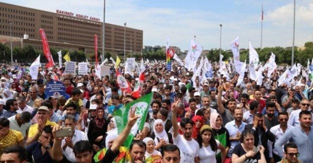 HDP mitinginde gözaltına alınanlar serbest bırakıldı