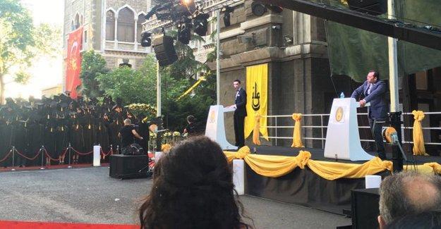 İstanbul Erkek Lisesi 2016 mezunlarından 'müdür' protestosu