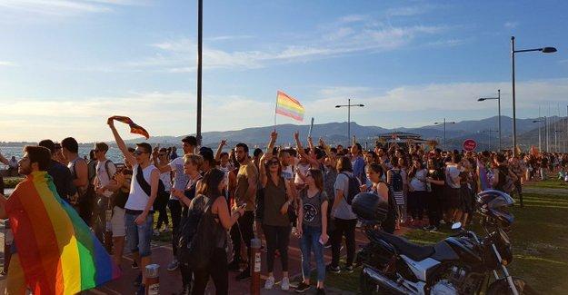 İzmir'de Onur Yürüyüşü yasağa rağmen yapıldı
