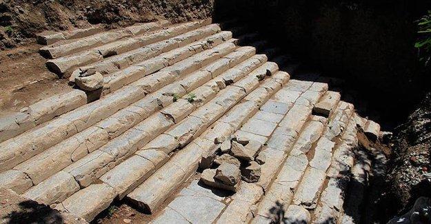 İzmit'te 2 bin yıllık tapınak merdiveni bulundu