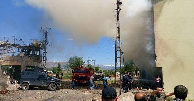 Ovacık'ta adliyeye bombalı saldırı