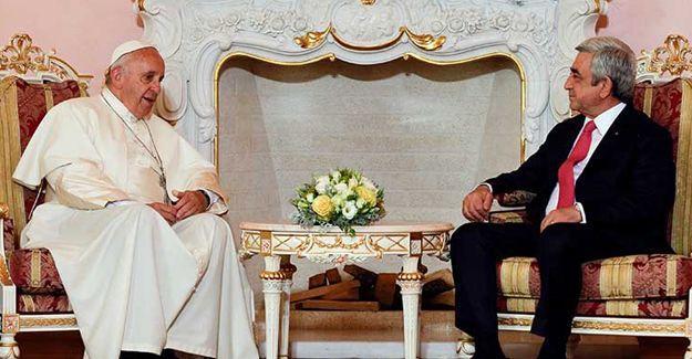 Papa Ermenistan'da: Soykırım, geçen yüzyılın felaketlerinin başlangıcı oldu