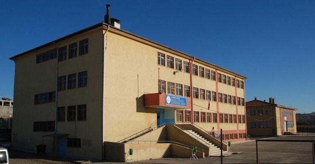 Siverek'te 3 öğretmen Kürtçe konuştukları bahanesiyle görevden alındı