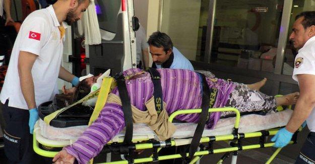 Tarım işçilerini taşıyan kamyonet kaza yaptı: 2 ölü, 25 yaralı