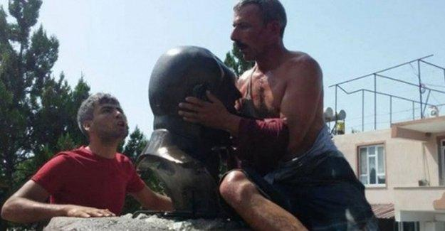 Zorla büst öptürülen İbrahim Çay'a 5 ay hapis cezası!