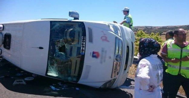 Adil Gür kaza yaptı: 1'i ağır 14 öğrenci yaralı