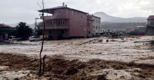 Antep ve Kayseri'de sel: 1 kişi hayatını kaybetti