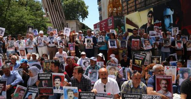 Cumartesi Anneleri: Darbe değil demokrasi, OHAL değil barış istiyoruz