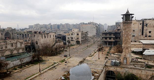 """Halep'te havadan """"Silah bırakıp kenti terk edin"""" bildirisi bırakıldı"""
