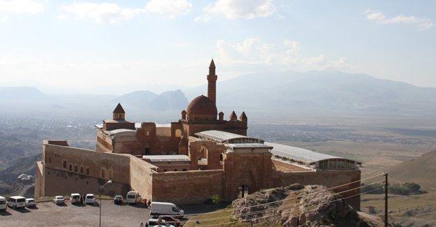 İshak Paşa Sarayı'na cam çatı yapıldı!