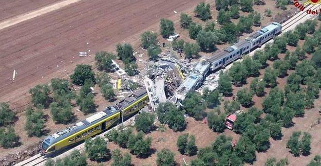 İtalya'da iki tren çarpıştı: 25 kişi hayatını kaybetti