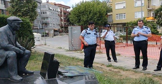 Kadıköy'deki Fikret Mualla heykeline saldırı iddiası