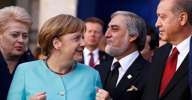 Merkel ile Erdoğan Varşova'da bir araya geldi