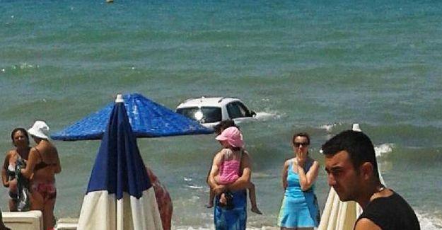 Otomobiliyle plaja daldı: 1 kişi hayatını kaybetti