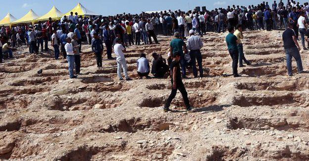 Antep Katliamı'nda yaşamını yitiren 41 kişinin cenazesi defnedildi