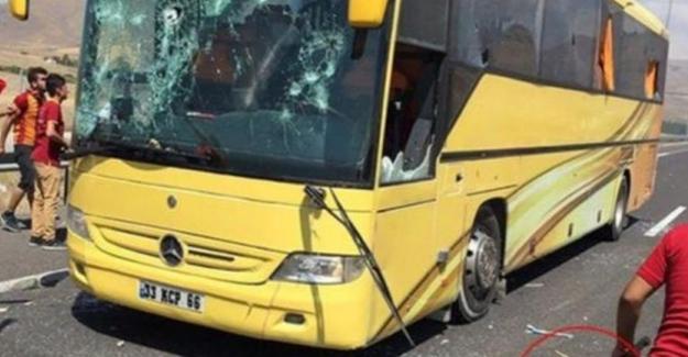 Galatasaray taraftarı Beşiktaş taraftarına saldırdı