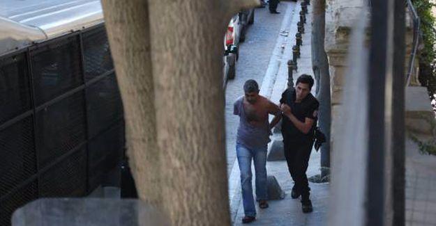 Gözaltındaki gazeteciler 3 ayrı polis merkezinde tutuluyor