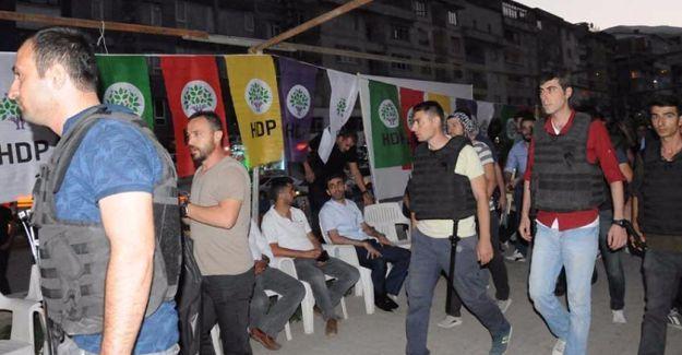 HDP ve DBP'nin 'Demokrasi Nöbeti'ne polis baskını