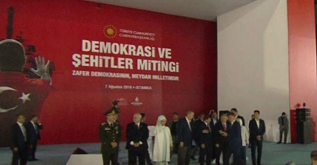 Kılıçdaroğlu ve Bahçeli Yenikapı'daki son fotoğraf için kürsüye çıkmadı