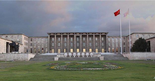 TBMM'de ihbar: Meclis kapıları girişlere kapatıldı