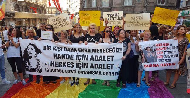 Trans kadın Hande Kader'in yakılarak katledilmesi protesto edildi