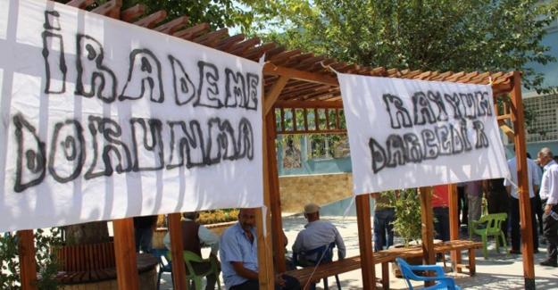 'Kayyum darbedir' pankartları toplatıldı