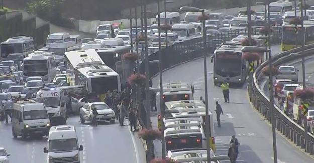Metrobüs yoldan çıktı: 11 yaralı