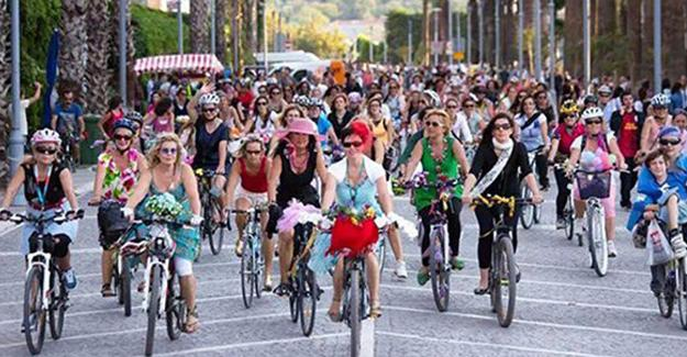 Süslü Kadınlar, bisikletle caddeleri doldurmaya çağırıyor