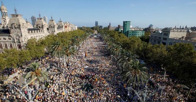 Yüzbinlerce kişi Katolonya bağımsızlığı için yürüdü