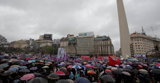 Arjantin'de kadınlar şiddete karşı sokağa çıktı