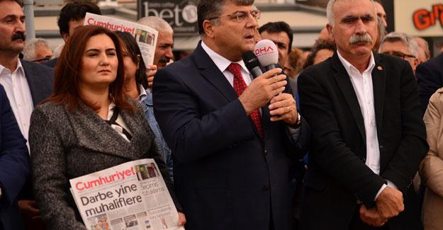 Cumhuriyet operasyonuna İzmir'den tepki