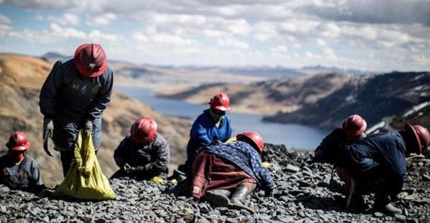 Dağda bedava altın arayan madenciler