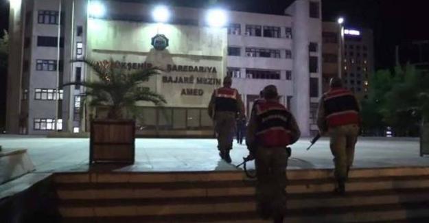 Diyarbakır Büyükşehir Belediyesi'nde 9 saat arama yapıldı