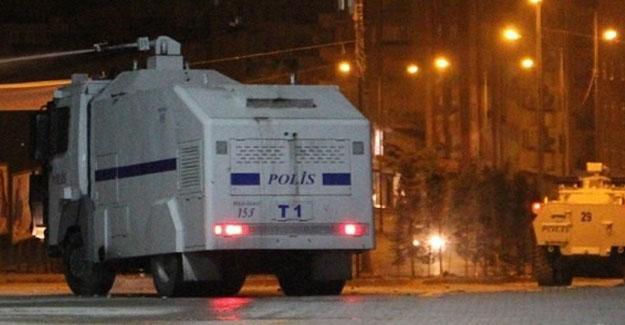 Diyarbakır Valiliği önündeki TOMA'ya saldırı