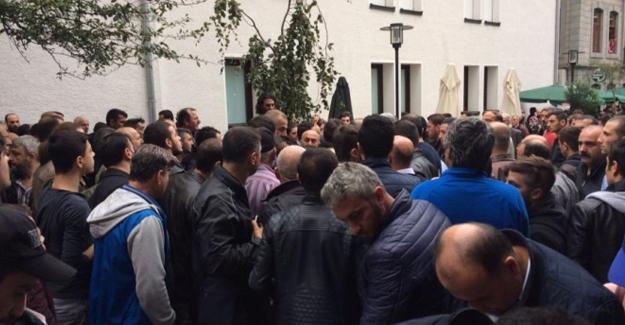 Epilasyon broşürü dağıtanlara 'dinimize aykırı' saldırısı