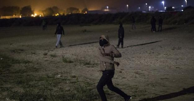 Fransa Calais mülteci kampını kapatıyor
