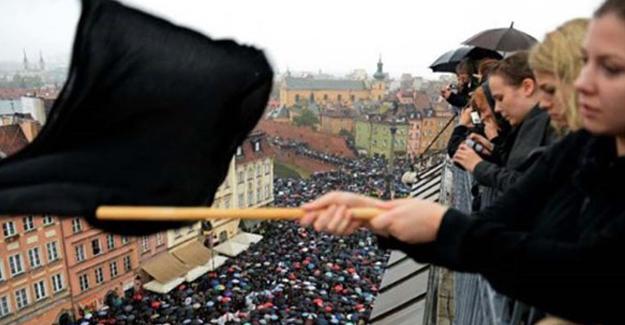Polonya'da kadınlar kürtaj hakkı için grevde