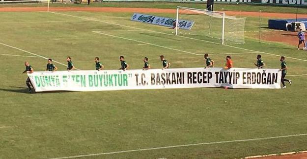 Sakaryaspor maçında 'T.C Başkanı Erdoğan' pankartı