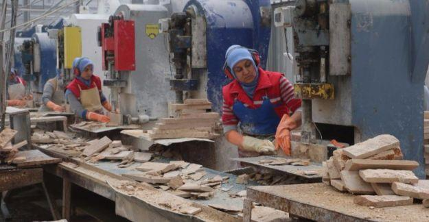 Türkiye'de her 2 kadından 1'i kayıt dışı istihdam ediliyor
