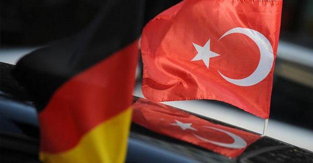 """""""Üç Türk diplomat Almanya'dan siyasi sığınma talep etti"""""""