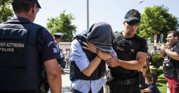 Yunanistan'dan 7 askere ret