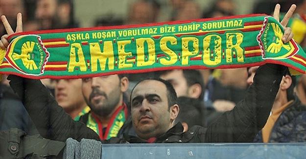 Amedspor'a kesilen para cezasını taraftar kağıt mendil satarak ödedi
