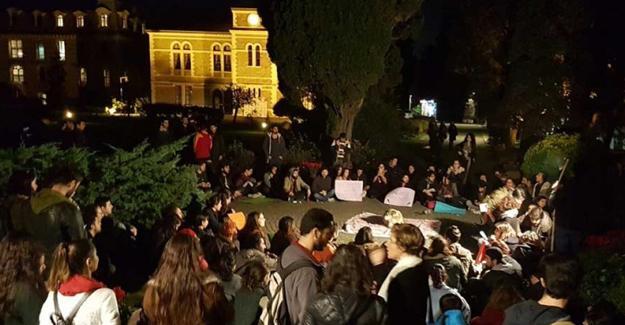 Boğaziçi'de öğrencilerden protesto: Kayyım Rektör istemiyoruz