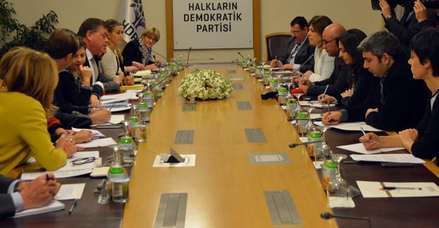 HDP Meclis'te AKPM heyetiyle bir araya geldi
