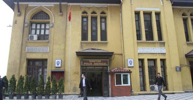 İzmir'de gözaltına alınanlar 'harabe' halindeki karakolda tutuluyor