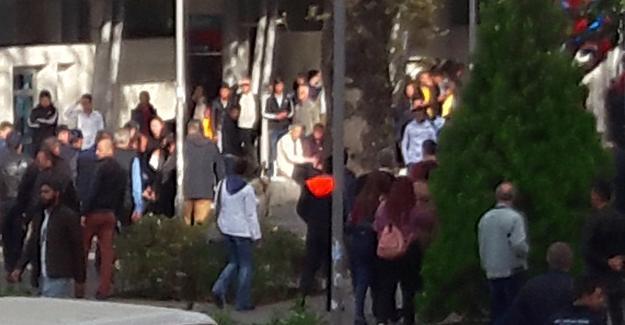 İzmir'de YÖK protestosuna polis müdahalesi