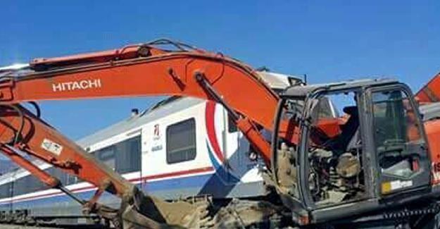İzmir'de yolcu treni ekskavatöre çarptı: 20 yaralı