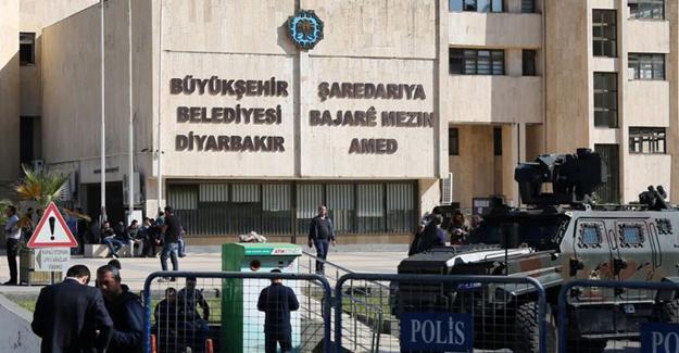 Kayyum Diyarbakır Büyükşehir Belediyesi'nde: Meclis üyeleri zorla dışarı çıkartıldı