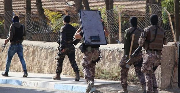 Mardin'de kaymakamlık çalışanları dahil 25 kişiye saldırı gözaltısı